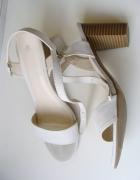 białe sandałki na słupku 39
