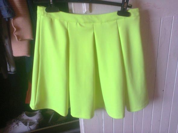 Spódnice Neonowa rozkloszowana spódnica