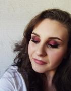 Makijaż wieczorowy w kolorze Bordowym