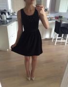Czarna sukienka na codzień