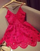 Czerwona sukienka rozkloszowana S