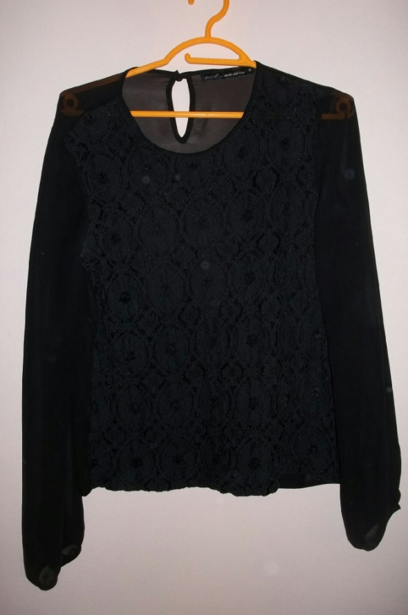 Czarna elegancka koszulka wzór