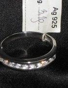 Piękny pierścionek srebro 925 cyrkonie obrączka