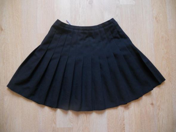 Spódnice rozkloszowana plisowana czarna spódnica