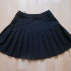 rozkloszowana plisowana czarna spódnica