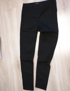 Czarne dopasowane spodnie z zamkiem z boku HM 34