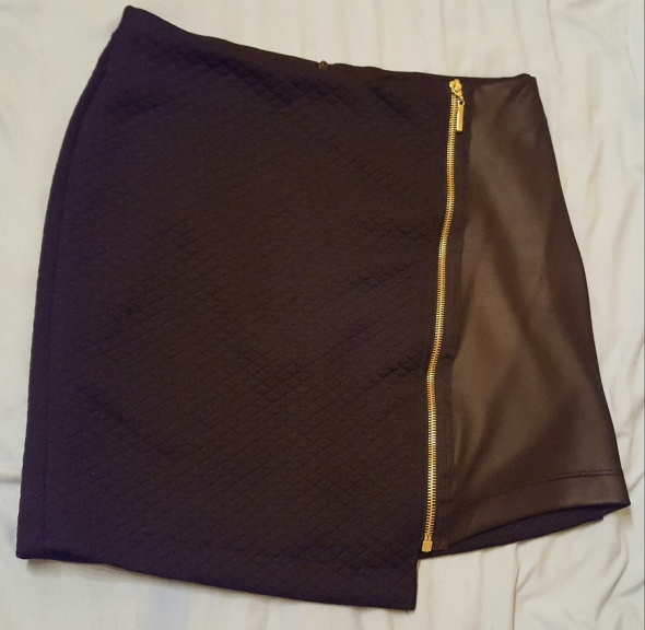 Spódnice Czarna pikowana mini ze złotym zamkiem 36 S sexy