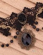 Gotycka koronkowa obroża z różą i kamieniem