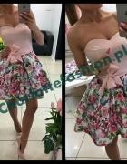 sukienka pudrowy róż dół kwiatowy