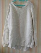 Biały bawełniany sweter gruby splot Reserved...