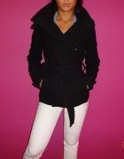 Czarny płaszcz 36