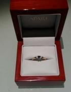 Złoty pierścionek Apart zaręczynowy...