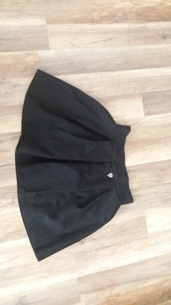 Spódnice Czarna spódniczka rozkloszowana S