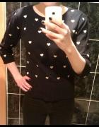 Czarny sweterek w serduszka