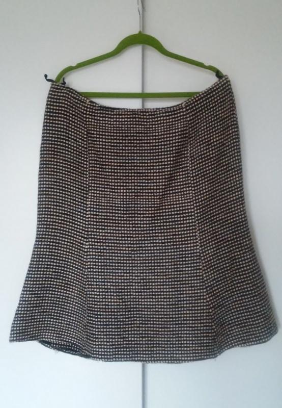 Spódnice Ciepła spódnica z lekkim połyskiem 44 46