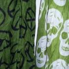 Zielona chusta w czaszki i pacyfki