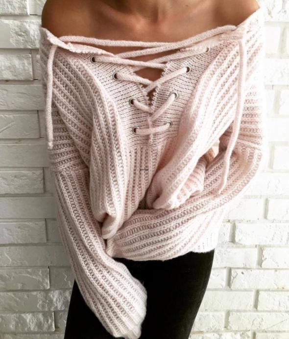 Sweterek wiązany...
