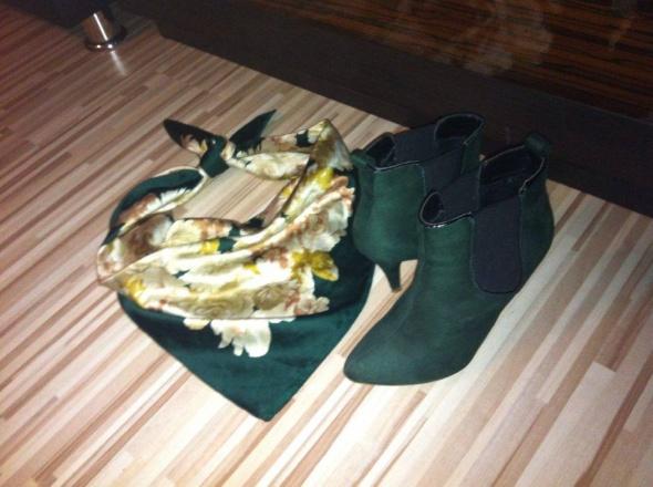 zielone botki bootki szpilka chusta róże floral