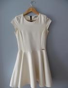 rozkloszowana sukienka kremowa ecru xs...