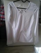 biała bluzka ze zdobieniami