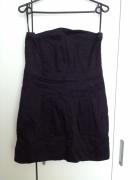 Mała czarna sukienka bez ramion