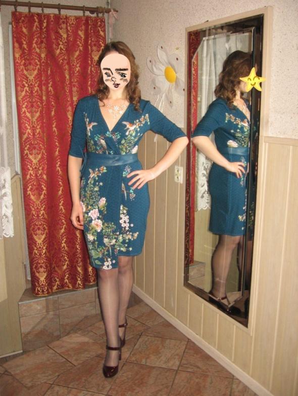 Eleganckie Kopertowa sukienka w kwiaty
