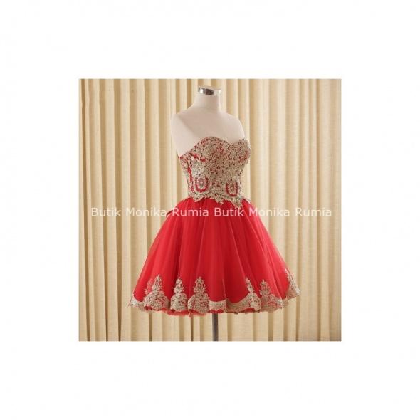 Pilnie kupię czerwoną rozkloszowaną sukienkę...