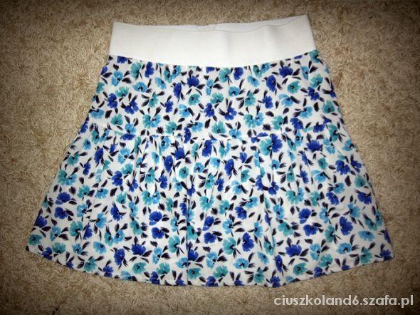 Spódnice tania spódniczka floral na gumce pas 36 S kwiaty