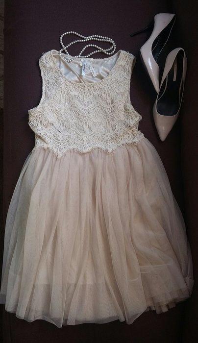 Rozkloszowana koronkowa tiulowa sukienka