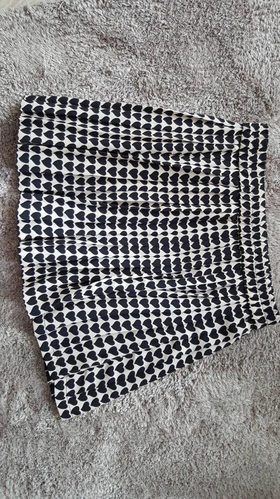 Spódnice Spódnica Zara plisowana beżowo czarna serduszka M