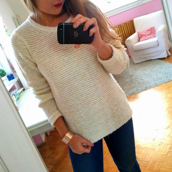 Kremowy sweter dzianina złota nitka L