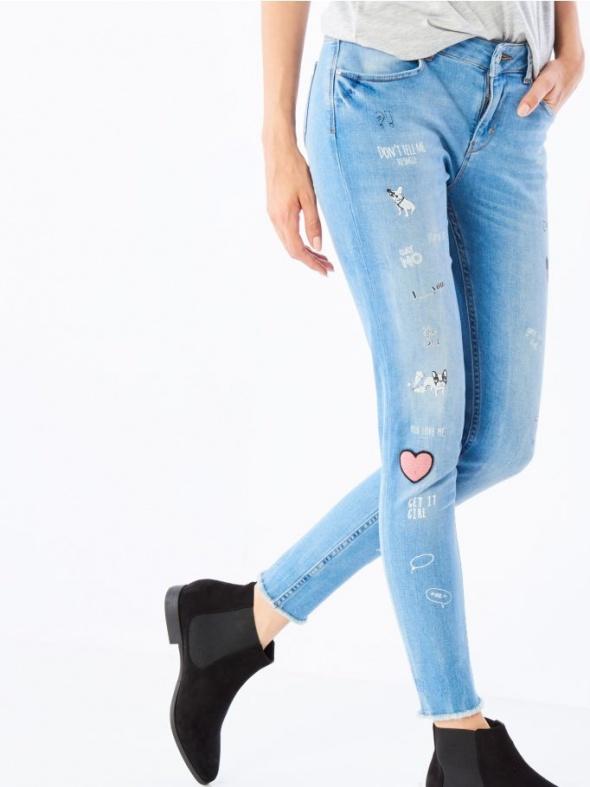Spodnie Mohito jeansy z naszywkami