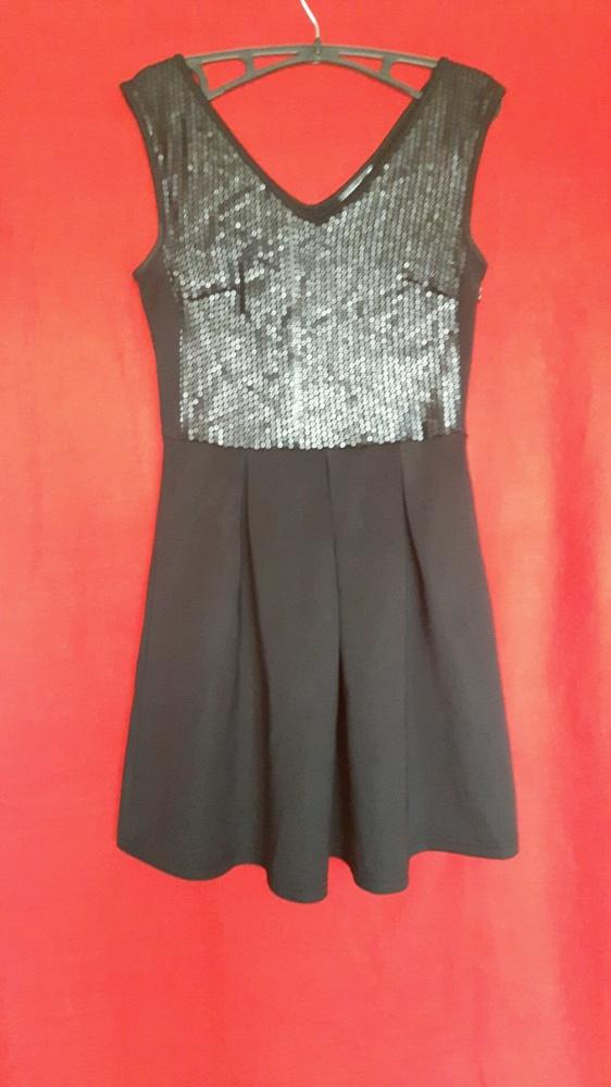 Suknie i sukienki Czarna rozkloszowana sukienka cekiny Sinsay S 36