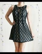 Rozkloszowana koronkowa czarno beżowa sukienka ele