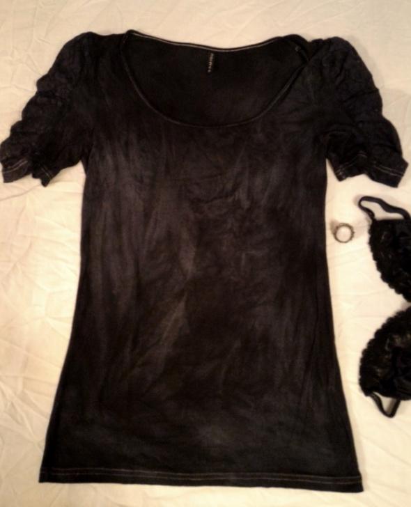 Bluzki Czarnoszara bluzka z koronkowymi bufkami