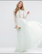 Pastelowa suknia plisy