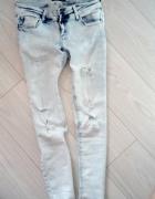 Spodnie rurki dziury