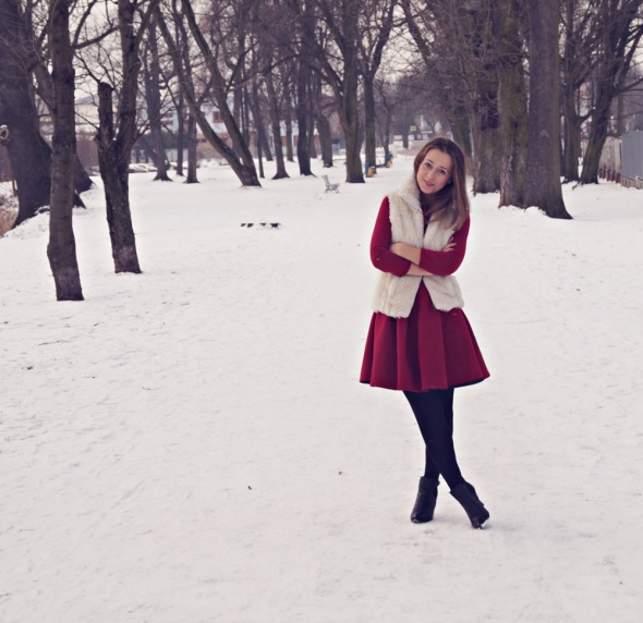 Blogerek Czerwona sukienka z kożuszkiem