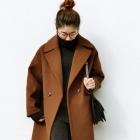 Karmelowy płaszcz w roli głównej