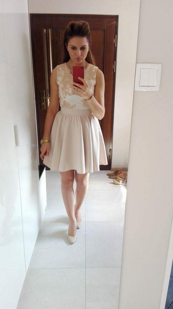 Nude koronkowa suknia