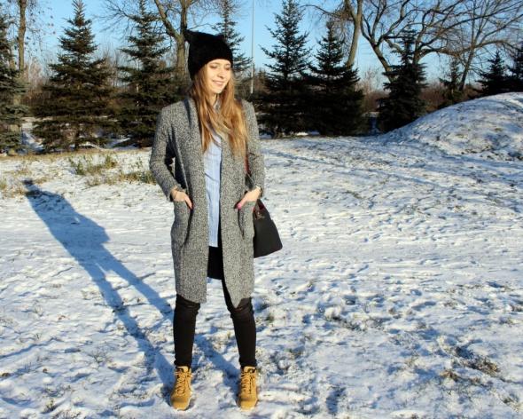Długi sweter zimą