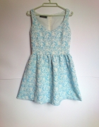 RESERVED sukienka blekitna kwiaty rozkloszowana...