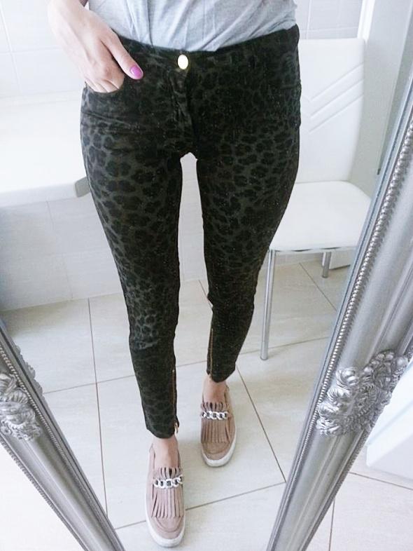 jeansy rurki spodnie Zara panterka moro khaki w Spodnie