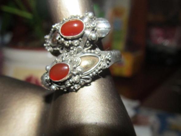 srebrny pierścionek węże