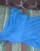 Elegancka długa suknia wieczorowa w kolorze granat