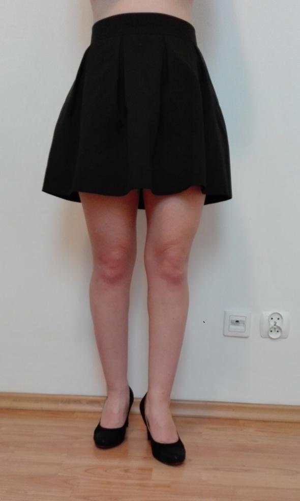Spódnice Czarna miniówka w rozmiarze XS 34