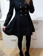 Rozkloszowany S M granatowy płaszczyk sukienka
