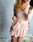 Sukienka prążki pudrowy róż kieszenie