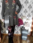 sukienka ludowa haftowana