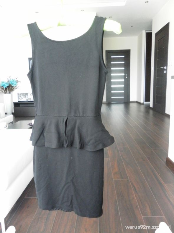 Suknie i sukienki Baskinka Zara S